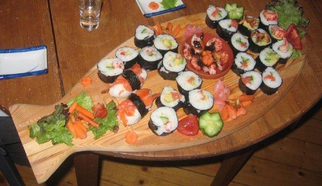 Tonnikala (maguro akami) sashimi