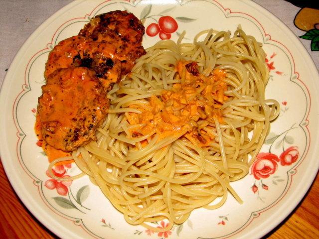Reseptikuva: JauhelihaPihvit TomaattinenKastike 4