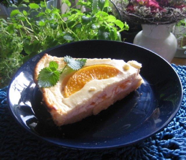 Gluteeniton rahka-persikkatorttu
