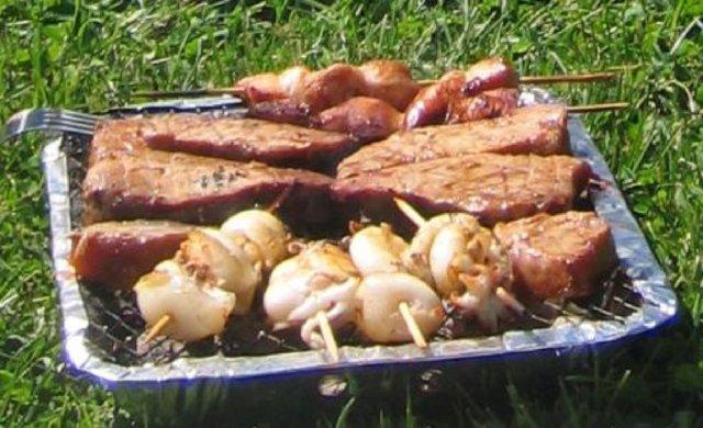 Itämaista ruokaa kertakäyttögrillissä 1