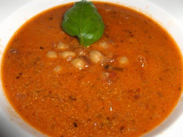 Mausteinen tomaatti-kikhernekeitto 1