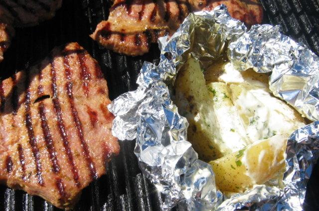Perunanyytit ja kaslerpihvit grillissä 1