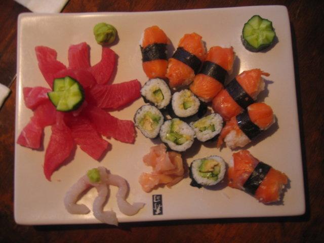 Sushi kirsikkapuun juurella 1