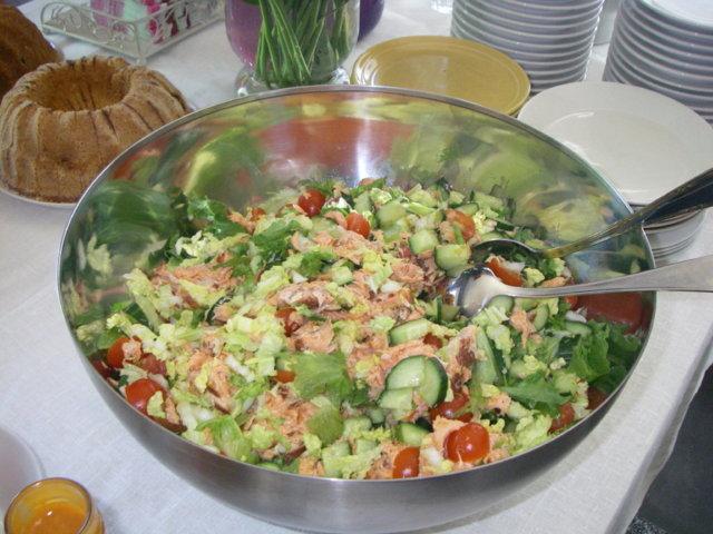 lämminsavulohi salaatti