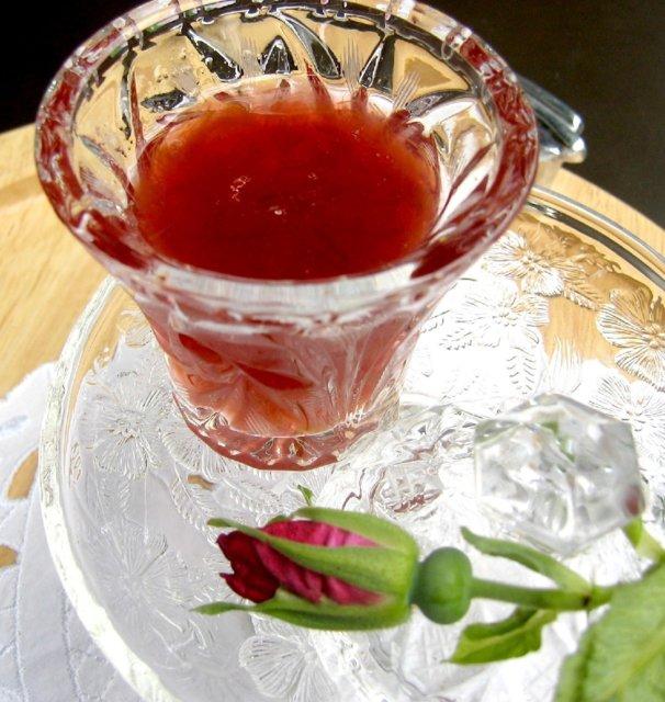 Apilankukkatee juustoleivillä ja Pålan ruusuhillolla 7