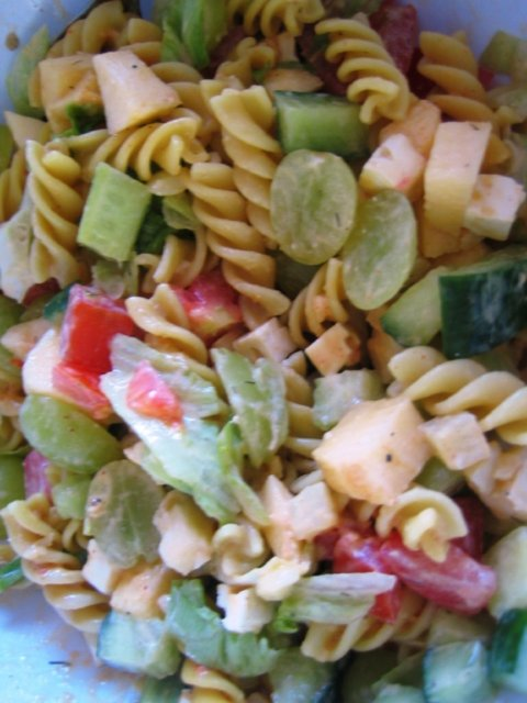 Kesäinen pastasalaatti 1