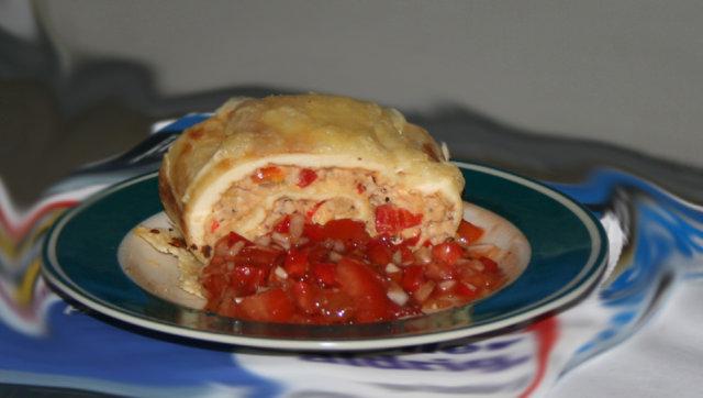 Tonnikala-munakasrulla ja tomaattisalsa