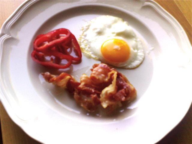 Reseptikuva: Pekonia, munia ja paprikaa aamiaiseksi 1