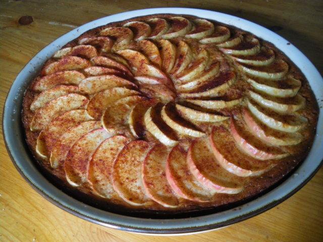Reseptikuva: Omenapiirakka, perinteinen ja kuohkea 2