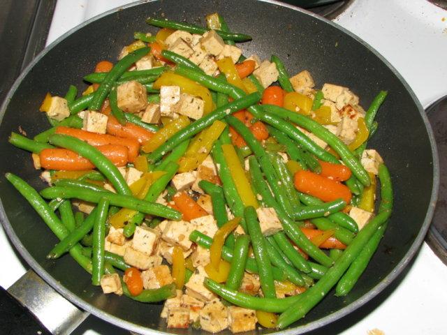 Tofua ja kasviksia 1