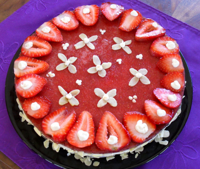 Mansikka-juustokakku / Strawberry Cheese Cake 1