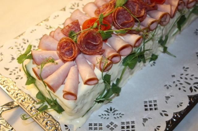 Kinkkuvoileipäkakku