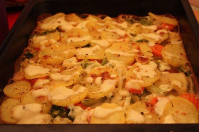 Uunilohi ja kasvisperunavuoka juustogratiinilla 2
