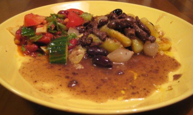 Reseptikuva: Härkää punaviinissä & valkosipulikermaperunat & salsasalaattii 3
