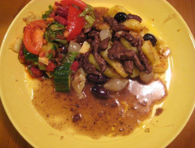 Reseptikuva: Härkää punaviinissä & valkosipulikermaperunat & salsasalaattii 2
