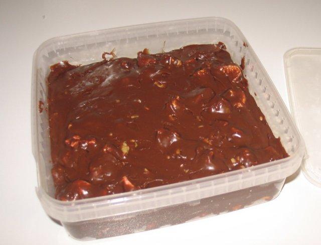Suklaiset pähkinä-vaahtokarkkifudget 2
