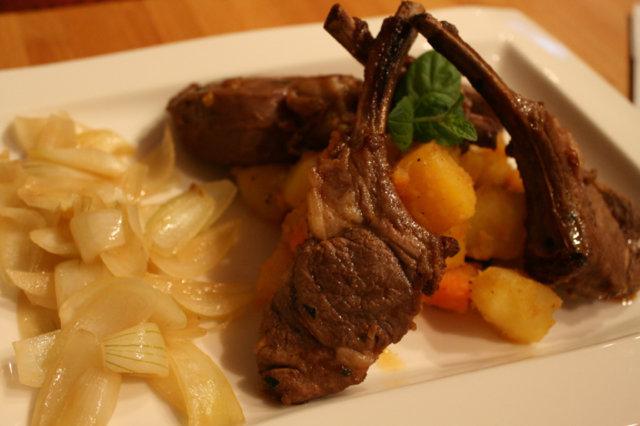 Lampaan karetta, makeita juureksia ja olut haudutettua sipulia 1