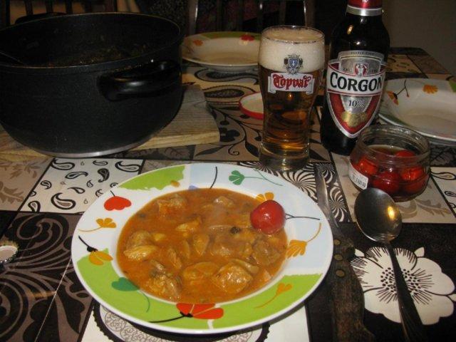 Gulášová polievka (gulyásleves, gulassikeitto)