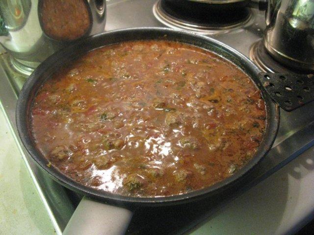 Lihapullat tomaattikastikkeessa Kummisedän tapaan