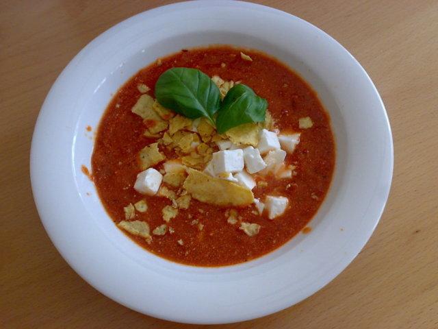 Täyteläinen tomaattisoppa