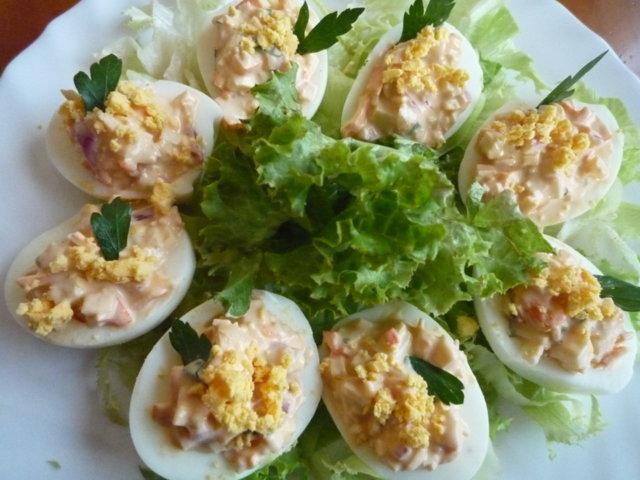 Surimilla täytetyt munat (20.5.10) 1