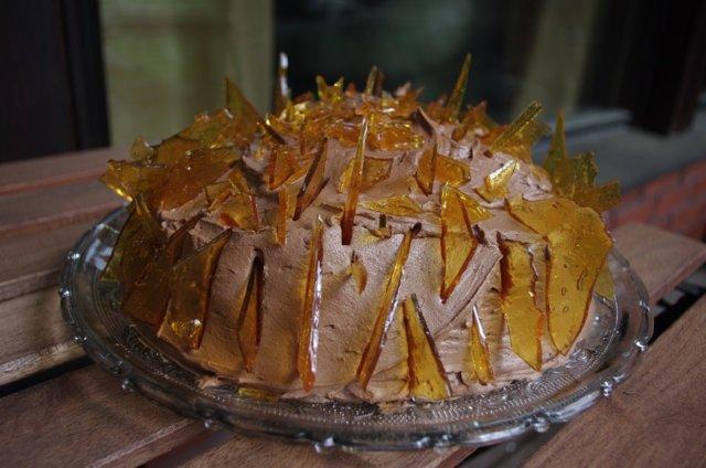 Suklaa-kinuski-lakka-kakku 1