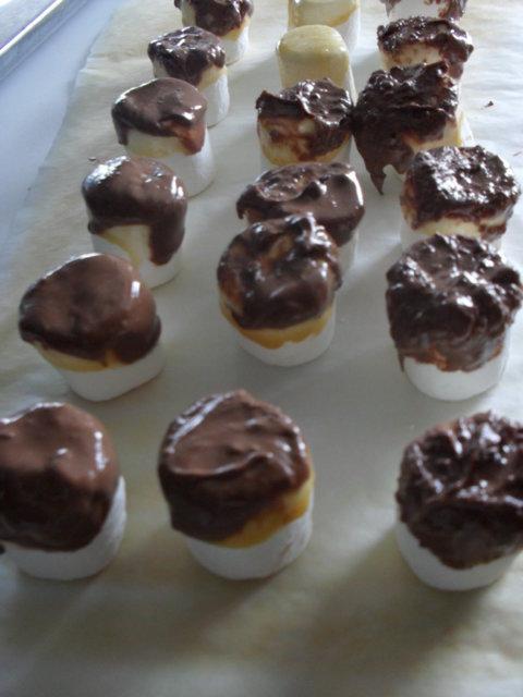 Reseptikuva: dipatut karamellisuklaavaahtokarkkiyllärit 1