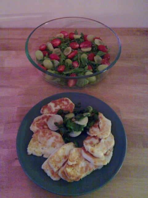Halloumia ja sipulia salaatille 4