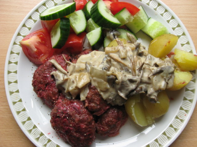 Reseptikuva: Lindströmin pihvit ja suppilovahverokastike 1