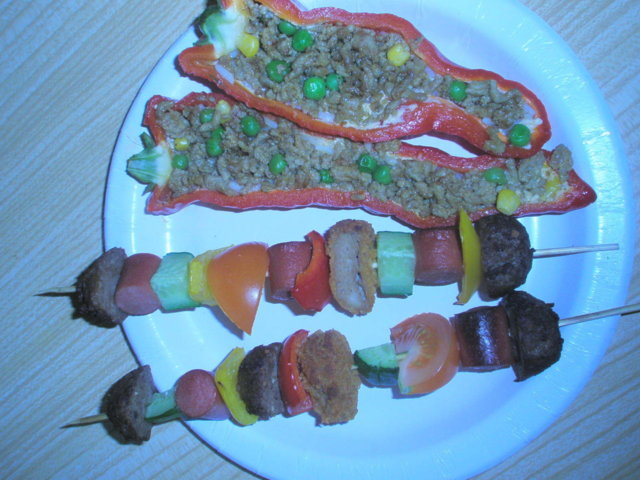 Täytetyt paprikat&vartaita grillissä 1