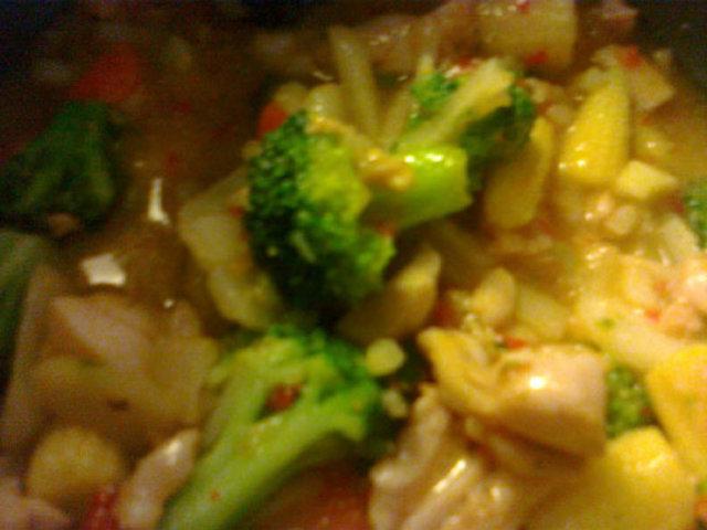 Reseptikuva: Kanaa ja vihanneksia makeassa chilikastikkeessa 2