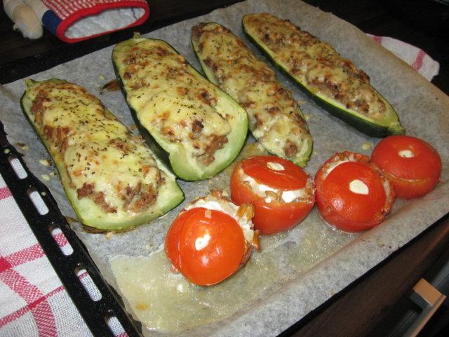 Täytetyt kesäkurpitsat & täytetyt tomaatit 1