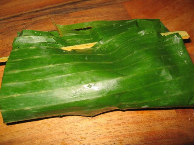 Banaaninlehdessä grillattu kala