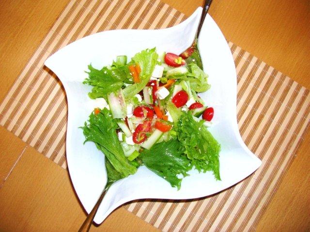 Fetajuustosalaatti 1