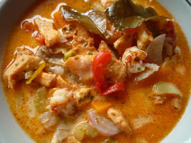 Thai-vaikutteinen karpparin kalakeitto. 3