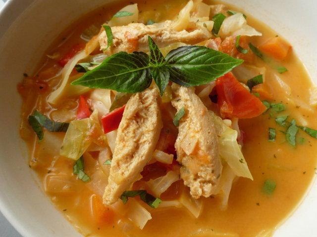 Kaalia ja soijasuikaletta keitossa 1
