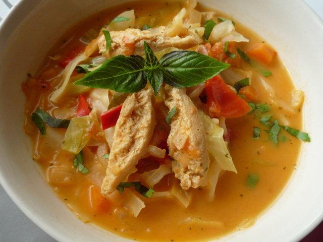 Kaalia ja soijasuikaletta keitossa 2
