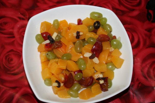 Halloweenin hedelmäsalaatti 1
