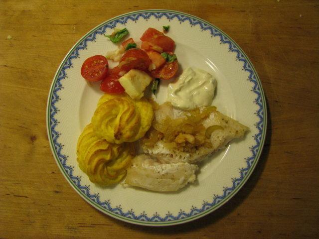 Reseptikuva: Kuhaa katkarapulisäkkeellä ja perunaruusujen kera 1