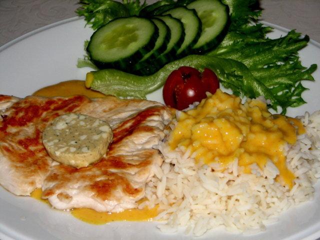 Broiler Pihvit  Currykastikkeella 1