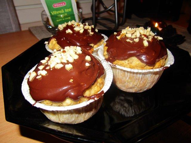 Banaani-hasselpähkinämuffinssit suklaakuorrutteella 1
