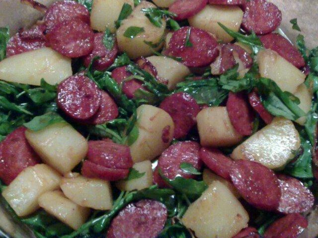 Lämmin peruna-chorizo-rucolasalaatti 6