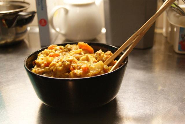 Thaimaalainen kanakastike riisillä 1