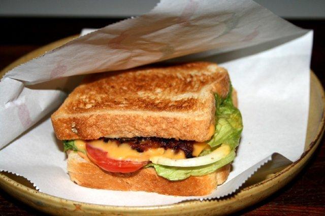 Lämmin kasvis sandwich 1