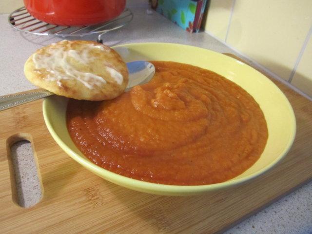 Reseptikuva: Tomaattinen sosekeitto 1