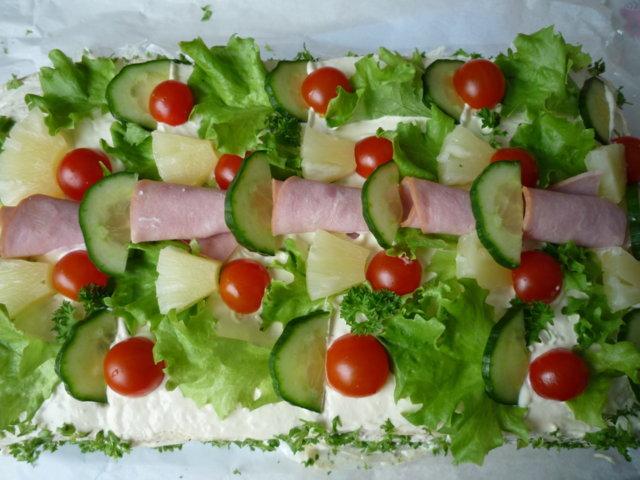 Lihaisa voileipäkakku 1