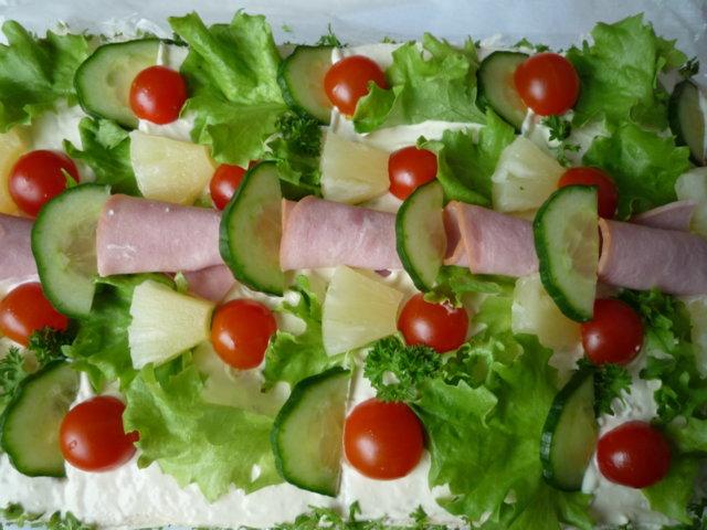 Lihaisa voileipäkakku 6