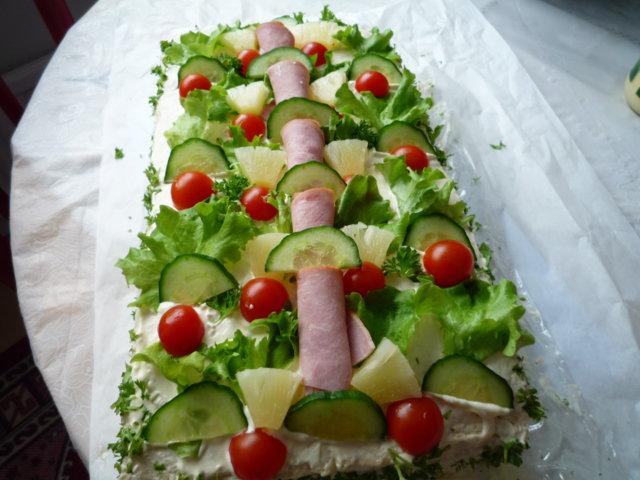 Lihaisa voileipäkakku 5