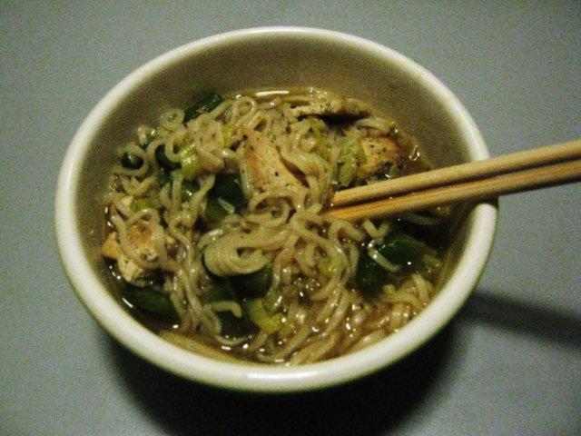 Itämainen tofu- nuudelikeitto 1