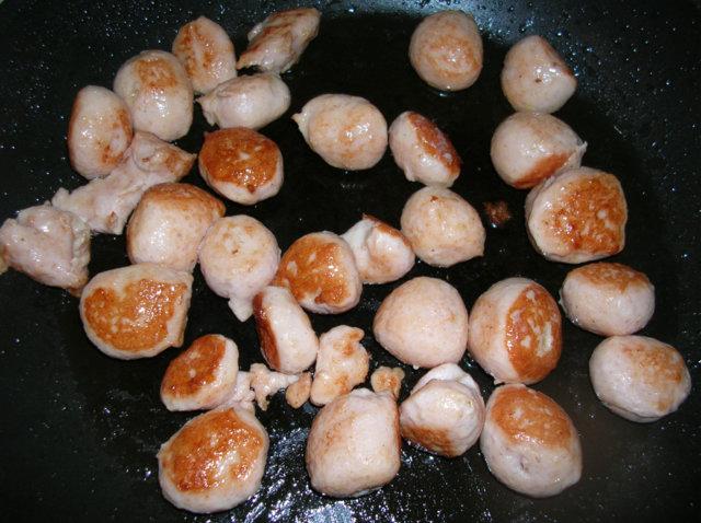 Siskonmakkara-sienipasta 2